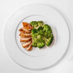 Куриное филе гриль с овощами и соусом мацухиса